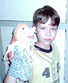 Саша и кукла-перчатка Петрушка