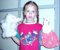 Алла и куклы-перчатки Козленок и Зайчик
